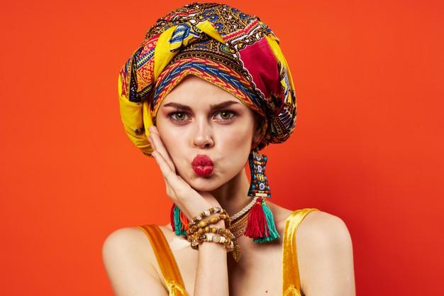 Comment porter une robe africaine avec des bijoux amérindiens ?